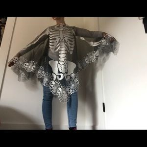 NWT Heritage Lace Halloween Skull Skeleton Poncho